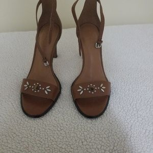 New coach women brown sandals.Its a beauty in pers